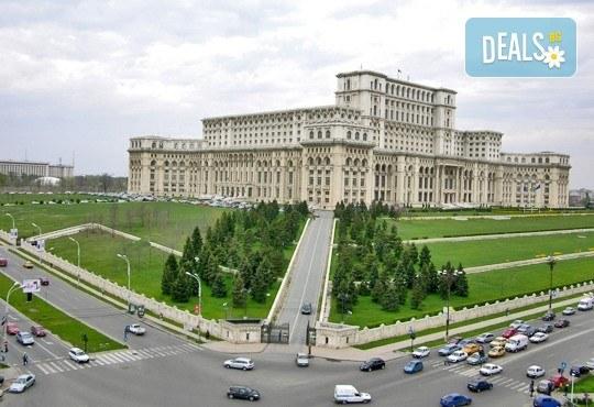 Еднодневен коледен шопинг в Букурещ, Румъния - транспорт от София, екскурзовод и включени пътни такси! - Снимка 2