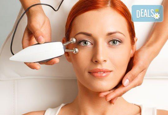 За красива и сияйна кожа! Избелваща терапия за лице с кислороден пилинг и подарък: радиочестотен лифтинг на околоочен контур в салон за красота Вили! - Снимка 1