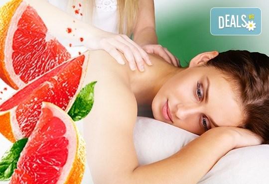 За нови сили и настроение! 60-минутен енергизиращ масаж с червен грейпфрут на цяло тяло, за преодоляване на умората и стреса, подарък-масаж на лице в студио GIRO! - Снимка 2