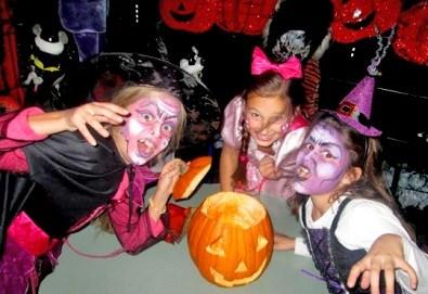 Неделно детско HALLOWEEN парти: два часа с аниматор Хелуин вещица, пица, атракциони, торта и бонбони на 30-ти октомври (неделя) от 18:30 часа! - Снимка