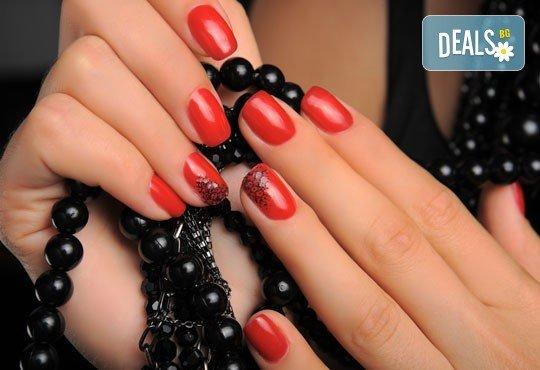 Перфектни ръце! Дълготраен маникюр с гел лак Global Fashion Shellac и 2 рисувани декорации в Студио за красота Блейз - Снимка 1