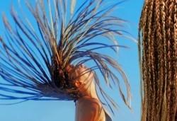 Ефектна прическа всеки ден! Афроплитки - удължаване и сгъстяване на косата с прежда или естествена коса в цвят по избор в Golden Angel! - Снимка