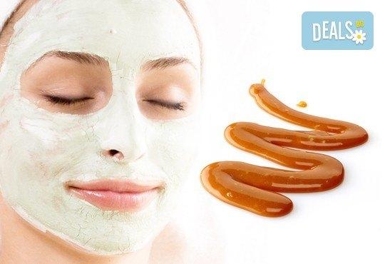 Комбинирана еко СПА терапия за лице със злато, карамел и натурални билки и подарък релаксиращ масаж на лице с масажен гел с мляко и мед в салон Вили - Снимка 1