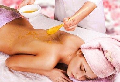 Заредете се с енергия! Вземете 60-минутен древен, тибетски масаж с мед на гръб от професионален кинезитерапевт в козметично студио Beautу, Лозенец! - Снимка