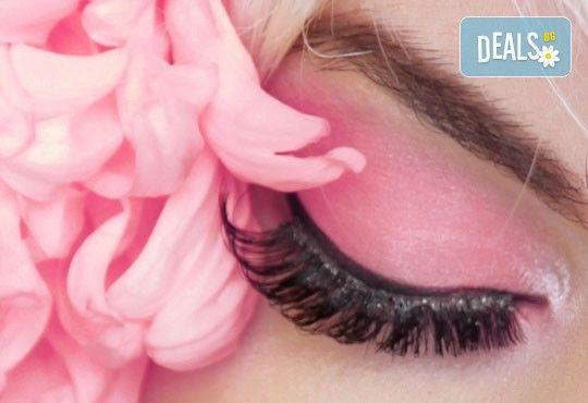Удължаване и сгъстяване на мигли чрез метода 3D или 5D - руски обем от салон Flowers 2 в Хаджи Димитър - Снимка 1