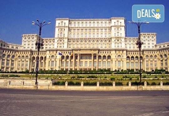 Eкскурзия през есента до Букурещ, Бран и Брашов, Румъния! 2 нощувки със закуски в хотел 3* в Синая, транспорт, посещение на Пелеш и екскурзовод! - Снимка 3