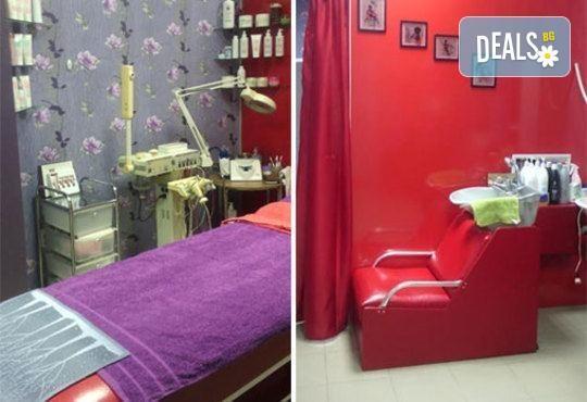 Боядисване на коса с боя на клиента, терапия с италиански продукти, масажно измиване и сешоар в салон Ванеси! - Снимка 4