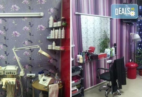 Боядисване на коса с боя на клиента, терапия с италиански продукти, масажно измиване и сешоар в салон Ванеси! - Снимка 5