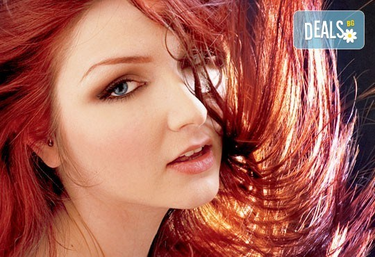 Боядисване на коса с боя на клиента, терапия с италиански продукти, масажно измиване и сешоар в салон Ванеси! - Снимка 1