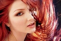 Боядисване на коса с боя на клиента, терапия с италиански продукти, масажно измиване и сешоар в салон Ванеси! - Снимка