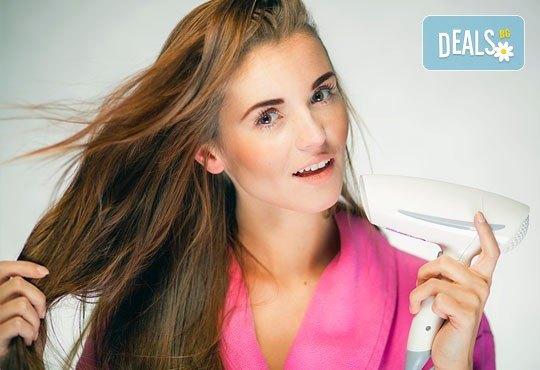 Боядисване на коса с боя на клиента, терапия с италиански продукти, масажно измиване и сешоар в салон Ванеси! - Снимка 3
