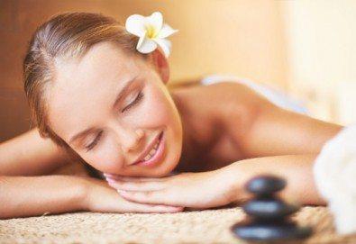 Релаксиращ масаж на гръб с топли вулканични камъни и етерични масла бадем или лайка в Senses Massage & Recreation! - Снимка