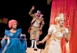 На театър с децата! Спящата красавица в Младежки театър на 13.11. от 11 ч., 1 билет - Снимка
