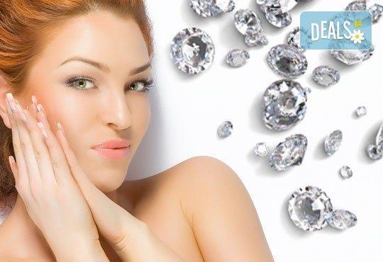 Сияйно и красиво лице с диамантено дермабразио в комбинация с безиглена мезотерапия или ампула с ултразвук от Женско царство! - Снимка 1