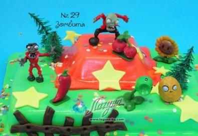 Вкусна детска торта за Хелоуин и подарък зомби играчки от Виенски салон Лагуна с безплатна кутия, поздравителен надпис и свещичка! - Снимка