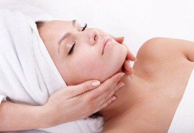 Тонизирайте кожата на лицето си! Масаж на лице, деколте и шия плюс маска във VALERIE BEAUTY STUDIO - Снимка