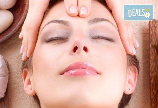 Тонизирайте кожата на лицето си! Масаж на лице, деколте и шия плюс маска във VALERIE BEAUTY STUDIO - Снимка 3