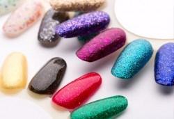 За свежо настроение добавете маникюр в цвят по избор с лакове Cuccio и 2 авторски декорации от салон Make Trix в Белите брези! - Снимка