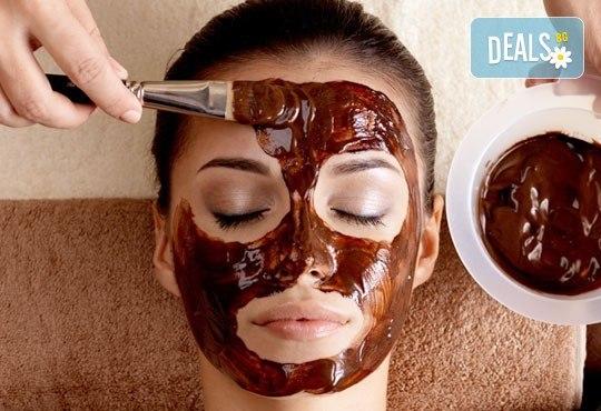 Регенерираща терапия по избор с шоколад или кисело мляко, масаж на лицето и подарък почистване на вежди, Дежа Вю, Студентски град - Снимка 1