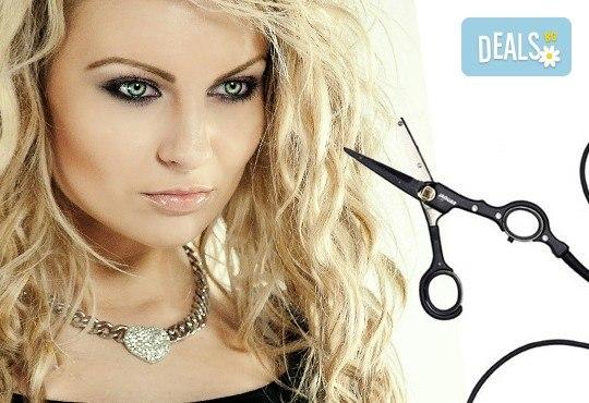 Подарете си стилна и актуална прическа! Подстригване с гореща ножица и подсушаване или сешоар по избор от салон Make Trix в Белите брези! - Снимка 1