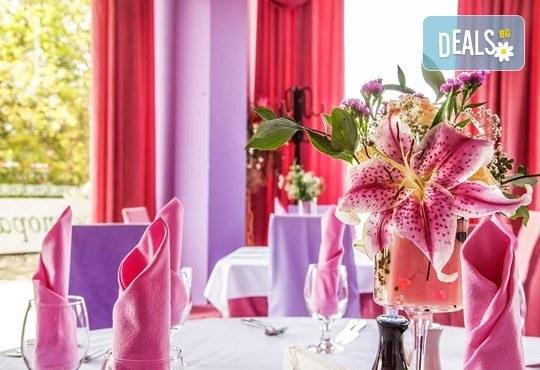 Празнувай своят рожден или имен ден в ресторант Симона с парти ваучер за до 10 човека, в период по избор! - Снимка 2