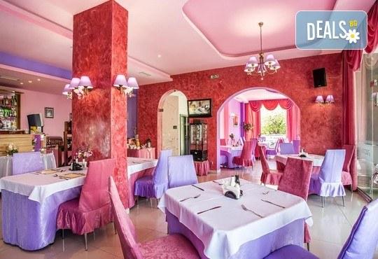 Празнувай своят рожден или имен ден в ресторант Симона с парти ваучер за до 10 човека, в период по избор! - Снимка 3