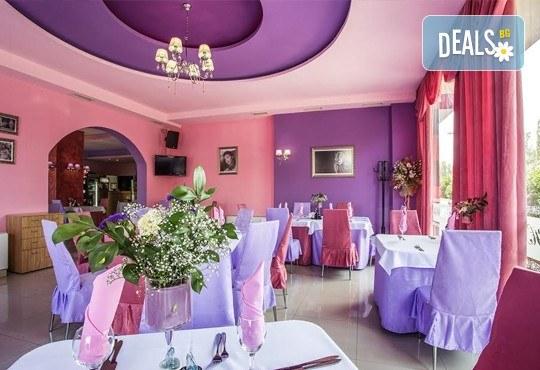 Празнувай своят рожден или имен ден в ресторант Симона с парти ваучер за до 10 човека, в период по избор! - Снимка 4
