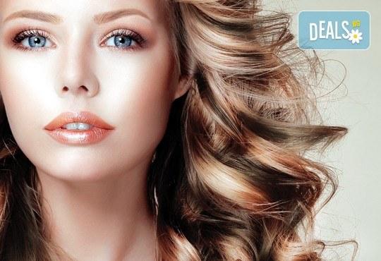 Два или три цвята кичури с професионална боя Милк Шейк, сметана за коса, матиране и оформяне на прическа със сешоар, шиш или преса в студио Beauty! - Снимка 1
