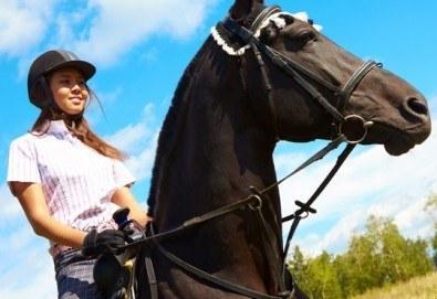 Подарете си различно преживяване с 45 минути конна езда с водач и бонус - стрелба с лък от конна база София – Юг, Драгалевци!