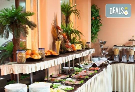 За незабравим Студентски празник! 2 нощувки със закуски и празнична вечеря във Флора Резидънс Дейзи, Боровец! - Снимка 15