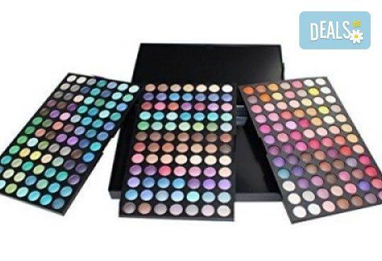 Обичате ли цветовете? Вземете палитра с 252 цвята сенки от NSB Beauty Center! - Снимка 1