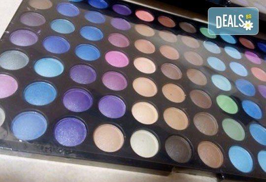 Обичате ли цветовете? Вземете палитра с 252 цвята сенки от NSB Beauty Center! - Снимка 2