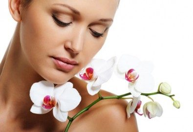 Ензимен пилинг богат на пепеин в три фази с френската козметика Les Complexes Biotechniques, дарсонвал, маска и релаксиращ масаж в Салон MISS BEAUTY! - Снимка