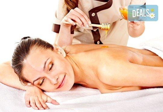 Мощен имуностимулант! Лечебен масаж на гръб с пчелен мед + йонна детоксикация на стъпала, терапия с бамбуков колан и зонотерапия на стъпала с течен мед и прополис от Senses Massage & Recreation! - Снимка 1