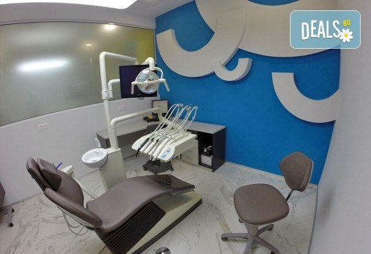 За здраве и отлично самочувствие! Изготвяне на план за лечение и поставяне на зъбен имплант от титан, в дентална клиника The Smile Company! - Снимка 2