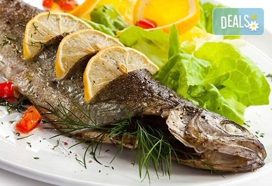 Полезните Омега-3! ДВЕ порции пъстърва - пържена или печена с гарнитура пържени картофки и зеле в р-т Balito - Снимка 1