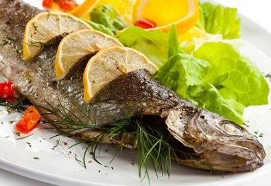 Полезните Омега-3! ДВЕ порции пъстърва - пържена или печена с гарнитура пържени картофки и зеле в р-т Balito - Снимка