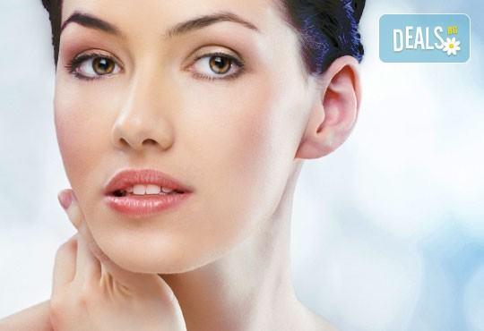 Професионално почистване на лице, масаж на лице, шия и деколте + кислородна терапия и БОНУС - почистване на вежди в Козметичен център DR.LAURANNE в Центъра на София - Снимка 1