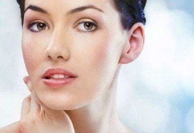 Професионално почистване на лице, масаж на лице, шия и деколте + кислородна терапия в Козметичен център DR.LAURANNE в Центъра на София - Снимка
