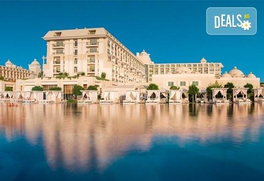 Нова година в Анталия! 4 нощувки на база Ultra All Inclusive в Titanik Deluxe hotel 5 *, Гала вечеря, двупосочен билет, летищни такси и трансфери - Снимка 1