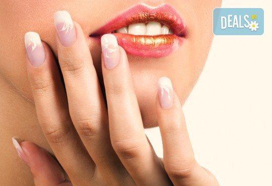 Класически или френски маникюр с гел лак или ноктопластика с декорации по желание на адрес на клиента и сваляне на стар гел лак от Makeup Nails and Lashes by Katerina Nik - Снимка 2
