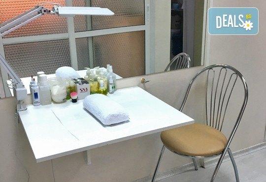 Красив маникюр в Студио за красота Galina! Класически, с гел лак или ароматерапевтичен с гел лак и продукти на Rosa Damascena - Снимка 5