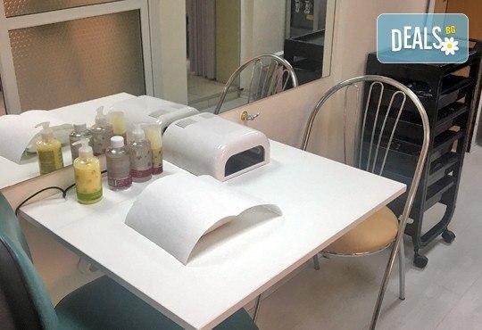 Красив маникюр в Студио за красота Galina! Класически, с гел лак или ароматерапевтичен с гел лак и продукти на Rosa Damascena - Снимка 4
