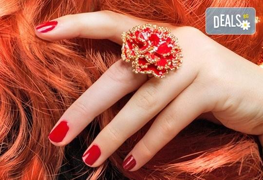 Украсете ноктите си с бляскавите цветове на гел лаковете на Bluesky и 2 декораци в салон Лаура стайл! - Снимка 1