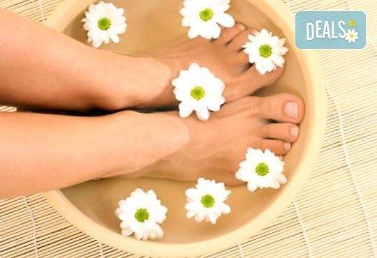 Покажете перфектните си крака! Изберете класически или SPA педикюр с обикновен лак или гел лак в салон Лаура стайл! - Снимка 2