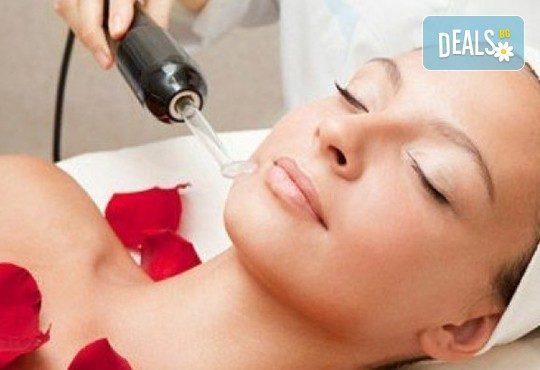 Професионална грижа за красива кожа с подмладяваща терапия за лице в студио за красота Galina - Снимка 1