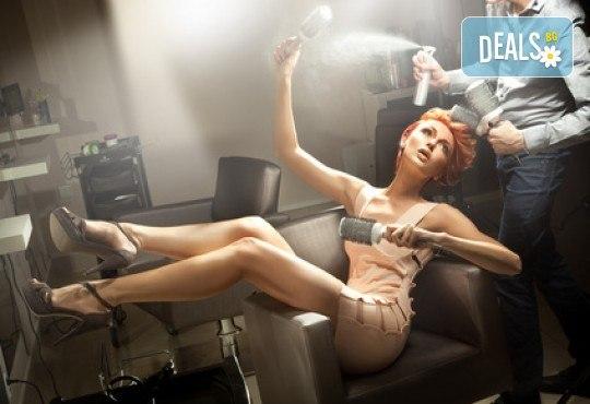Прическа със сешоар + терапия с професионална козметика TIGI, масажно измиване и цялостно стилизиране в Wave Studio - Люлин - Снимка 2