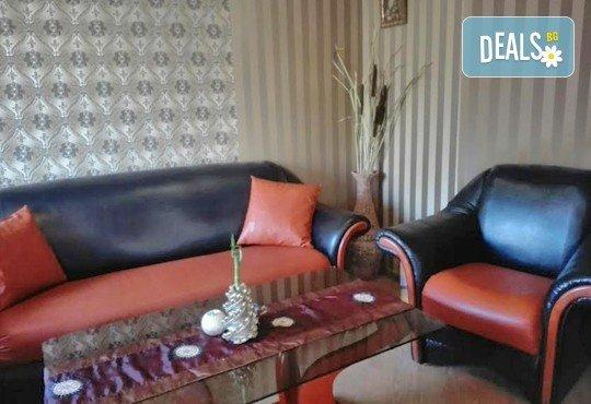 Класически масаж на цяло тяло с шампанско и ягоди и шоколадова маска на лице или масаж на лице, шия и деколте в салон за красота ФЛЕШ - Снимка 4