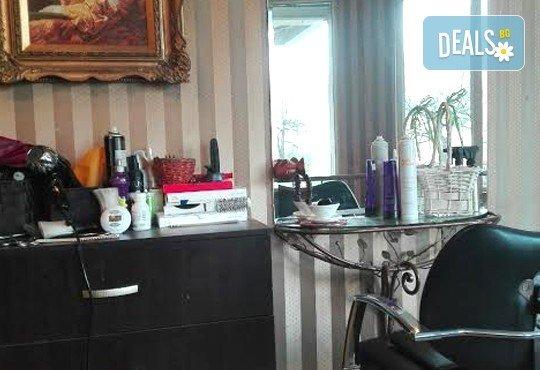 Класически масаж на цяло тяло с шампанско и ягоди и шоколадова маска на лице или масаж на лице, шия и деколте в салон за красота ФЛЕШ - Снимка 6