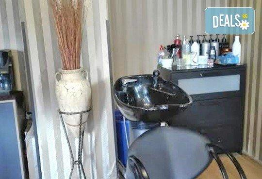 Класически масаж на цяло тяло с шампанско и ягоди и шоколадова маска на лице или масаж на лице, шия и деколте в салон за красота ФЛЕШ - Снимка 7
